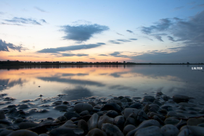 Sonnenuntergang bei Wasser