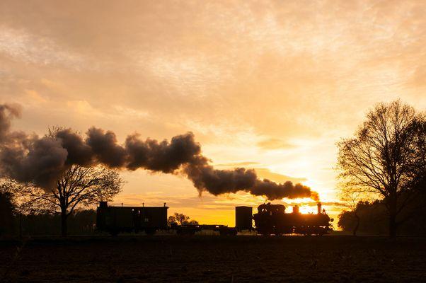 Sonnenuntergang beim Bahnübergang am Tüchener Weg...