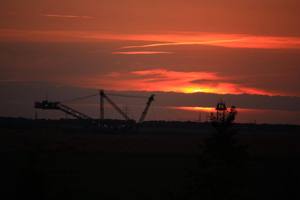 Sonnenuntergang beim Tagebau Rheinbraun in Inden