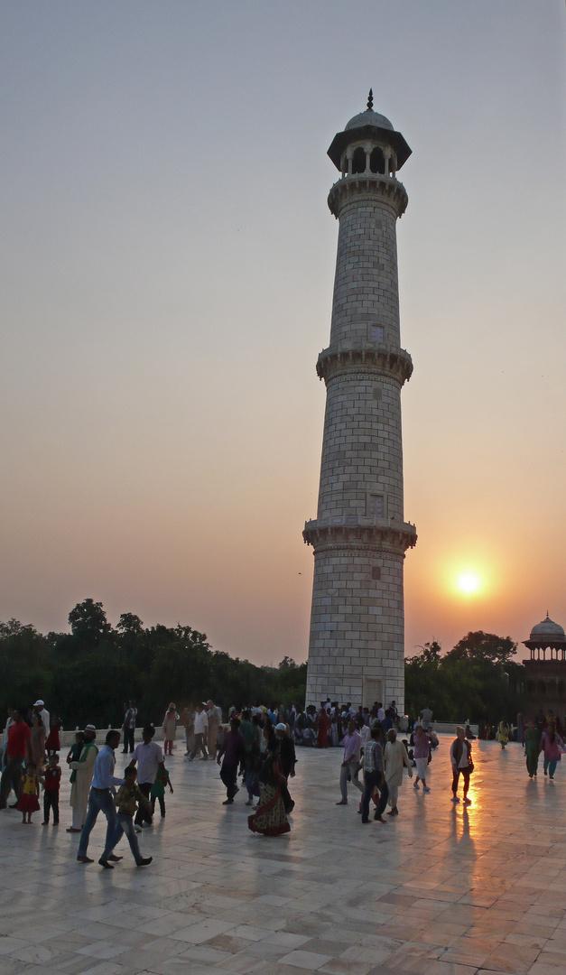 Sonnenuntergang beim Taj Mahal