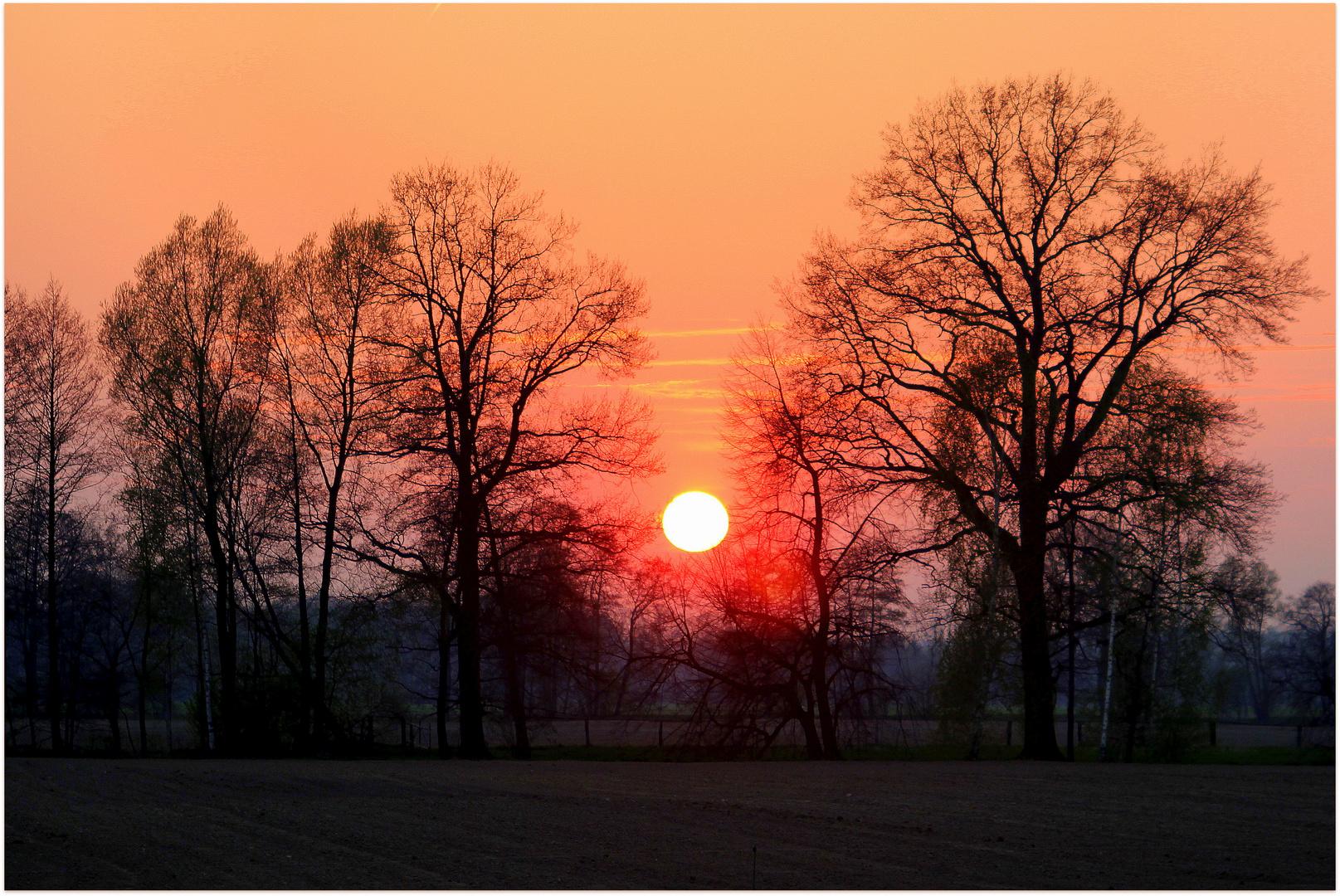 Sonnenuntergang heute, am 24.04.2013, gegen 20:00 Uhr