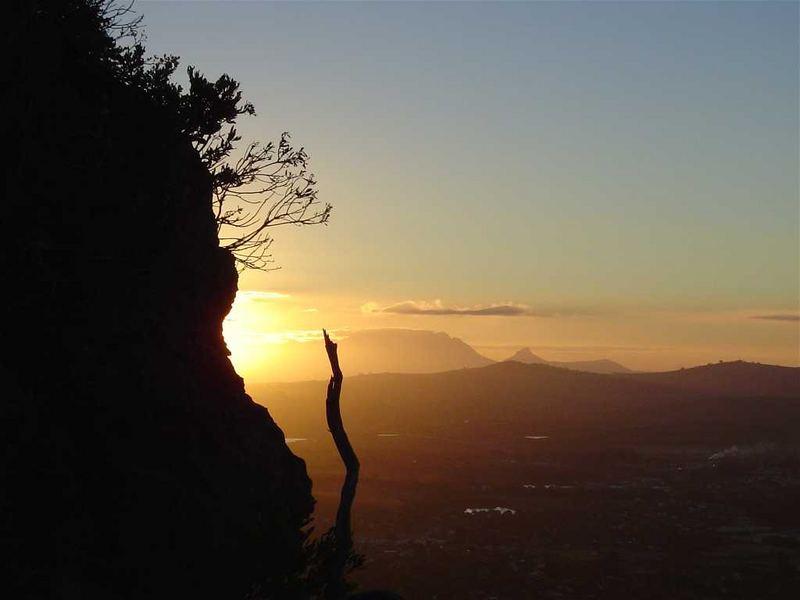 Sonnenuntergang hinter dem Tafelberg