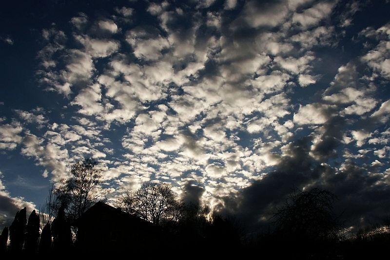 Sonnenuntergang hinter den Wolken 2