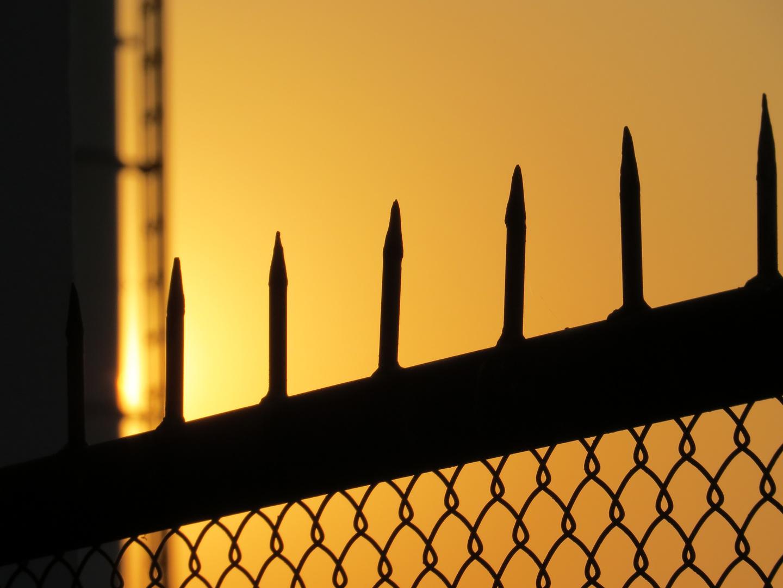 Sonnenuntergang hinter Gitter