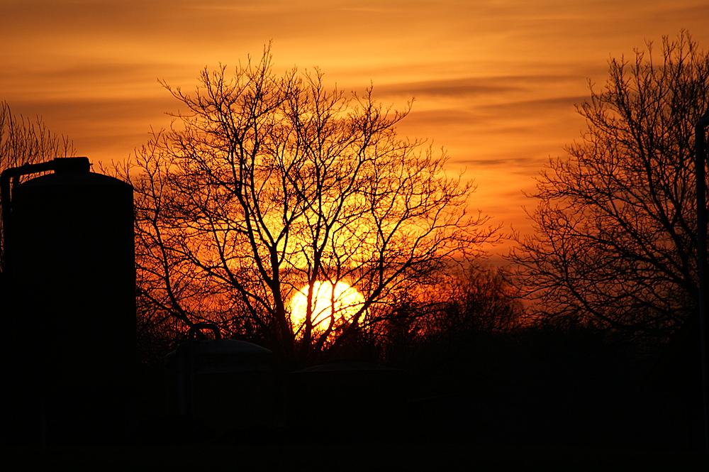 """"""" Sonnenuntergang hinterm Bauernhof """""""