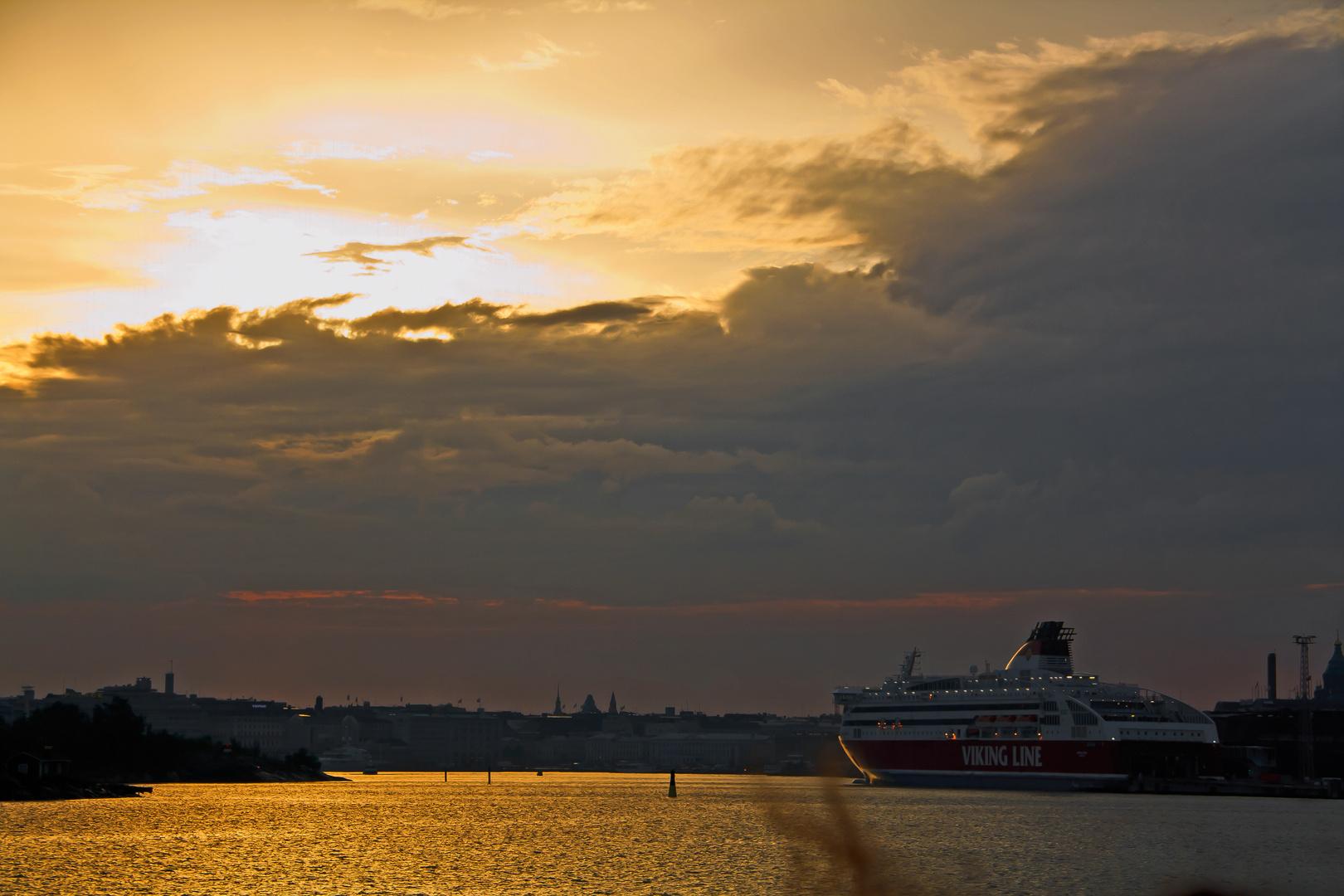 Sonnenuntergang im Hafen von Helsinki II