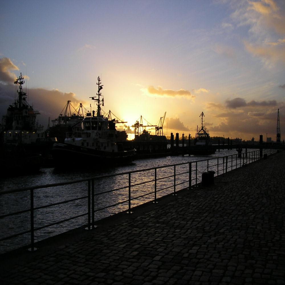 Sonnenuntergang im Hamburger Hafen ( Altona ) 2