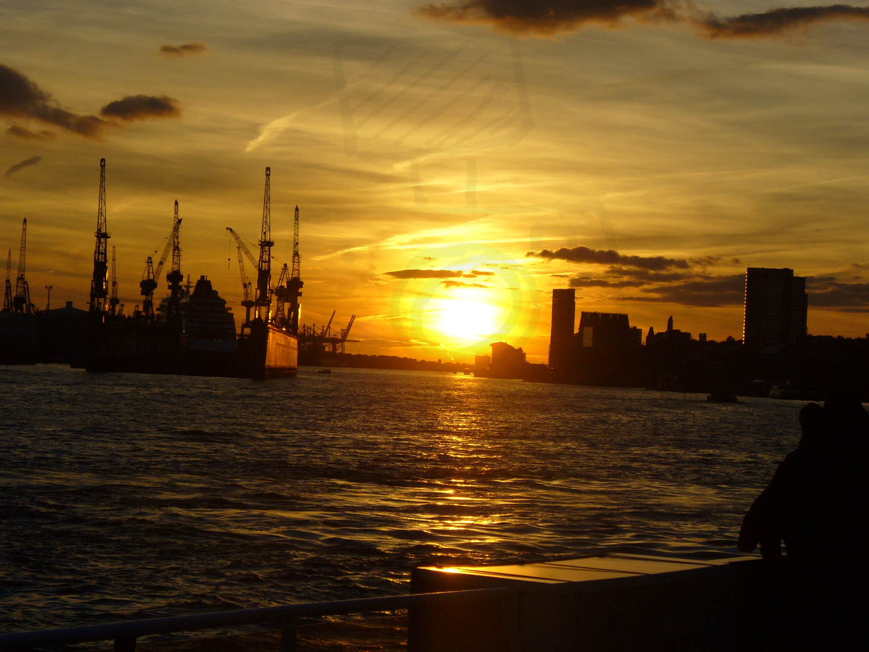 Sonnenuntergang im Hamburgerhafen