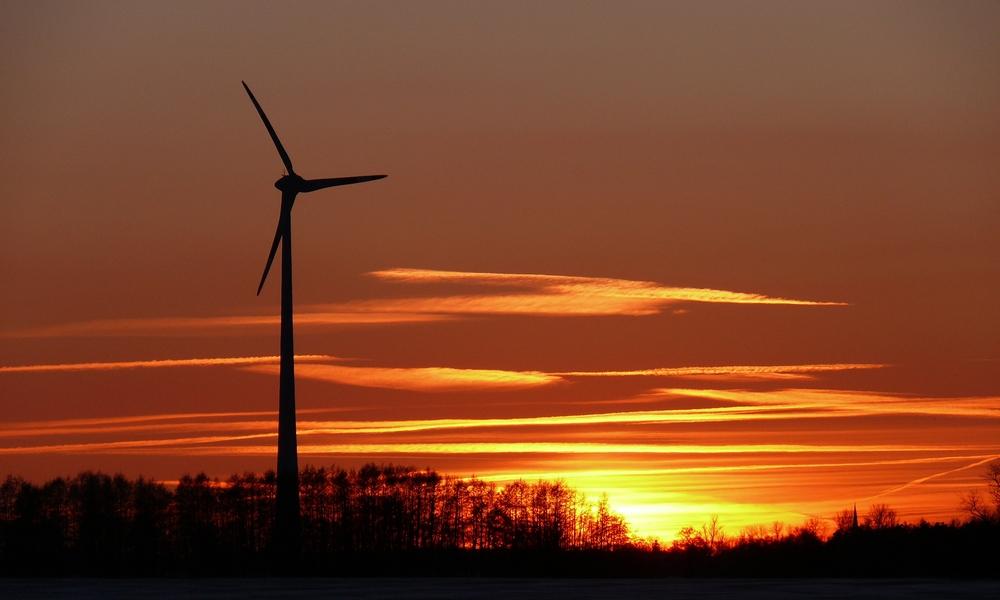 Sonnenuntergang im Land der Windräder