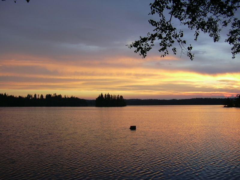 Sonnenuntergang im schwedischen Sommer