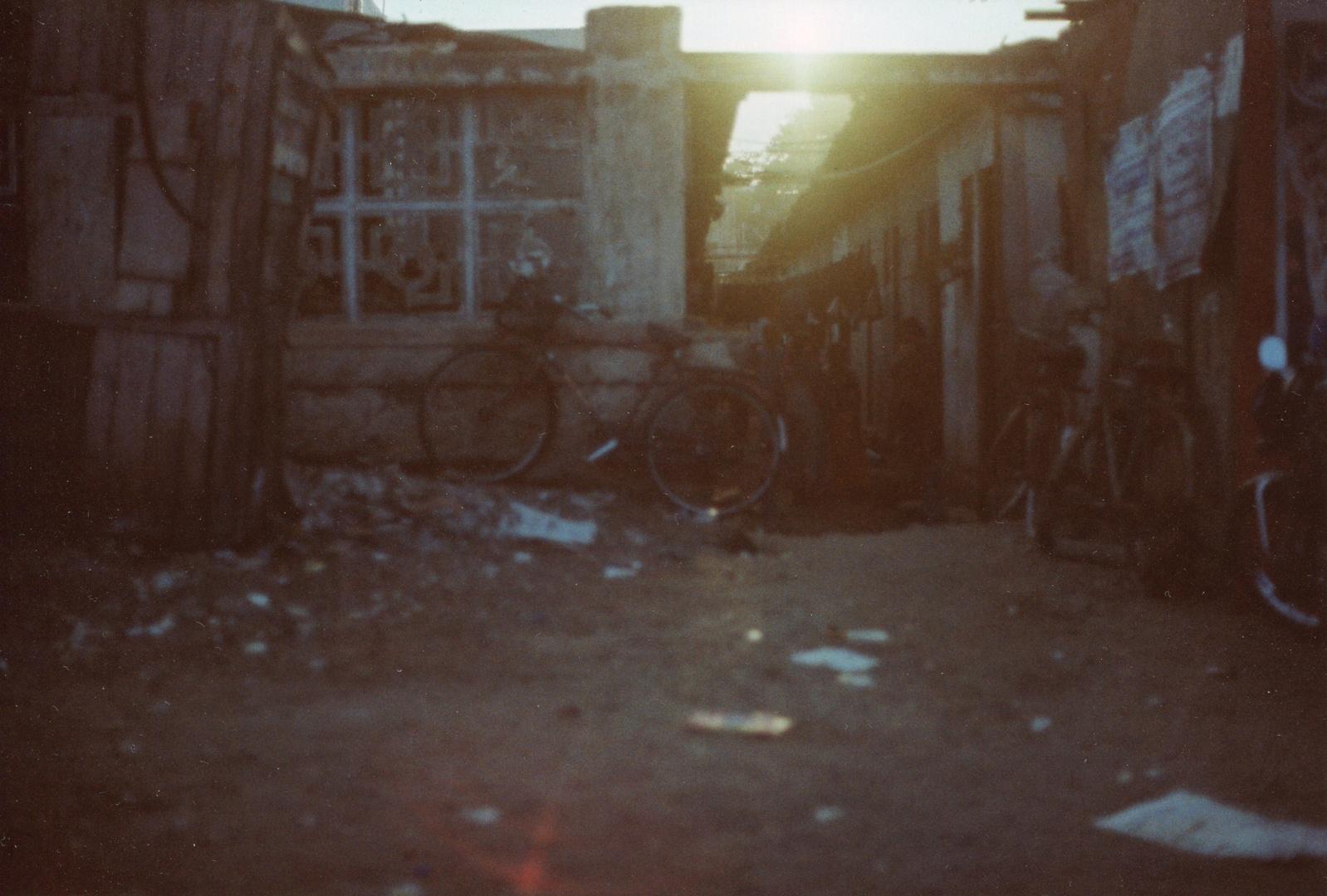 Sonnenuntergang im Slum , Chennai , Indien