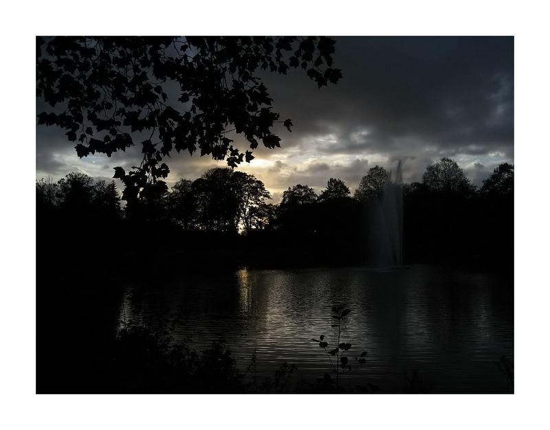 Sonnenuntergang im Stadtpark (mit Rahmen)