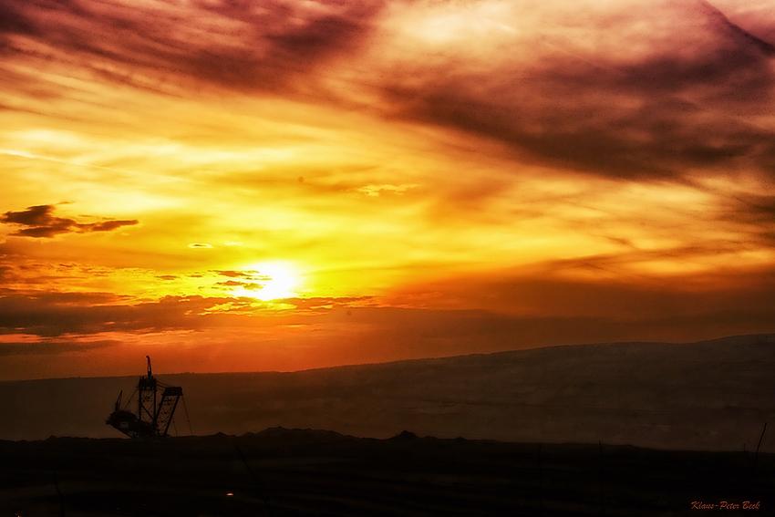 Sonnenuntergang im Tagebau Hambach.