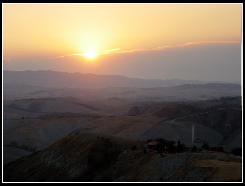 Sonnenuntergang im toskanischen Hügelland