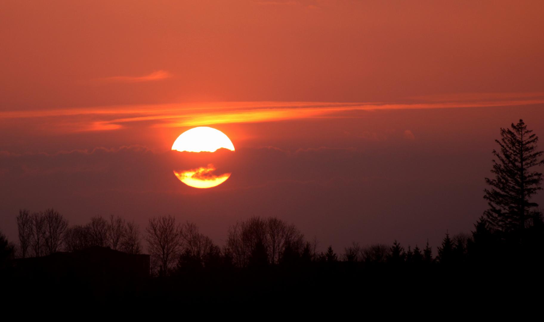 Sonnenuntergang im Vulkanstaub