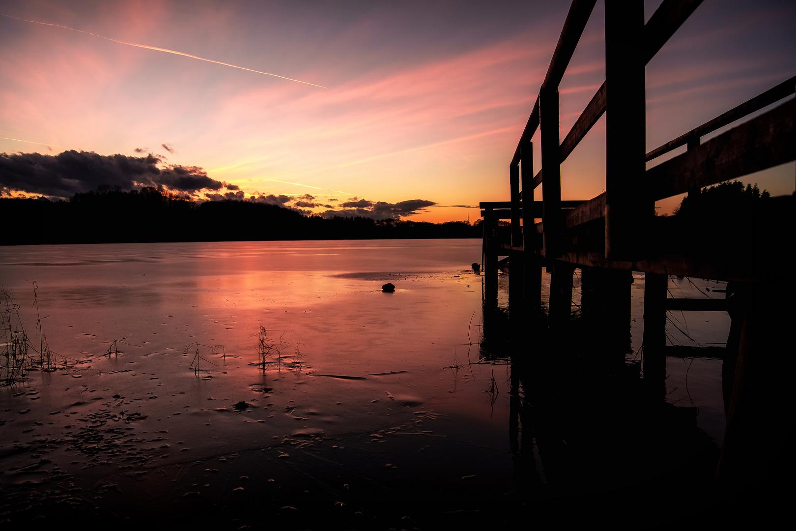 Sonnenuntergang im Winter am Tinningersee