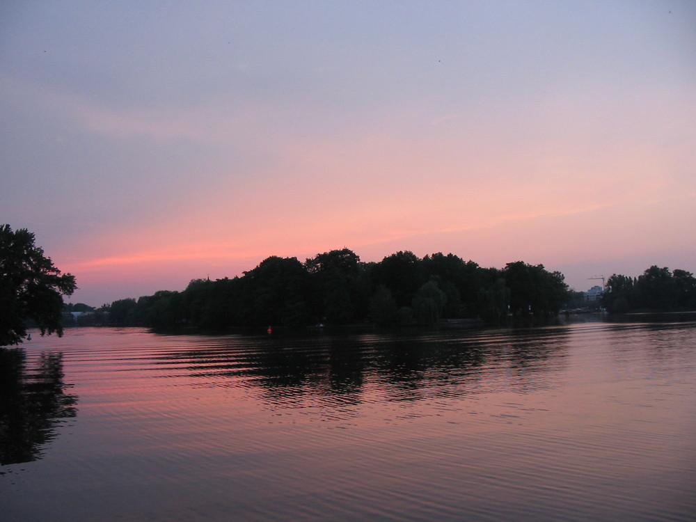 Sonnenuntergang in Berlin Blick von der Spree