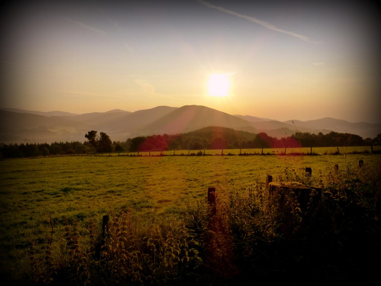 Sonnenuntergang in den Bergen von Winterberg