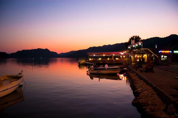 Sonnenuntergang in der Bucht von Kaleüecagiz, Türkei