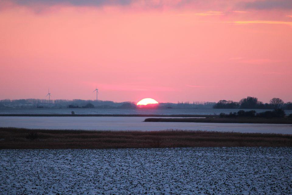 Sonnenuntergang in der Nähe von Garz auf Rügen