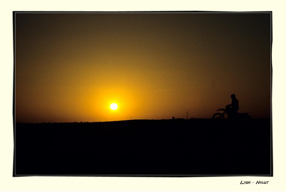 Sonnenuntergang in der Nähe von Nalut in Libyen