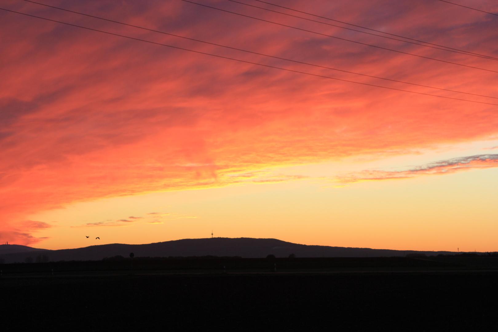 Sonnenuntergang in der Wetterau. Blick Richtung Taunus.