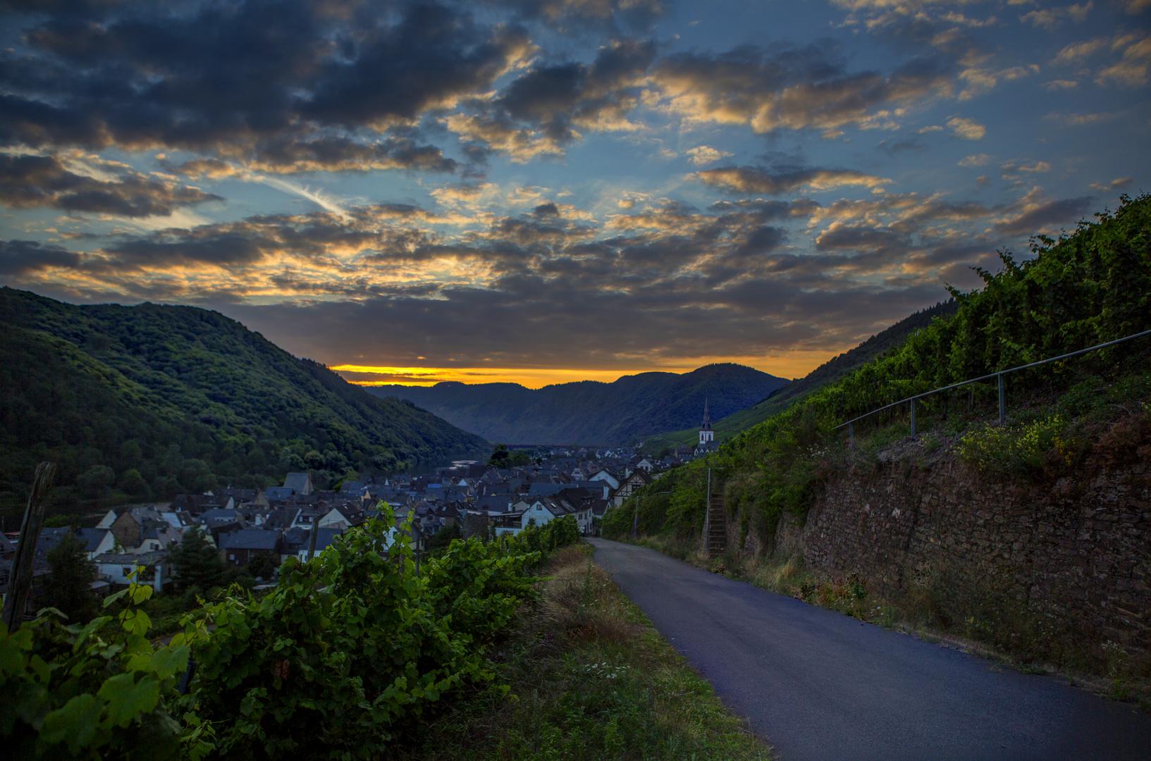 Sonnenuntergang in Ediger über dem Calmont