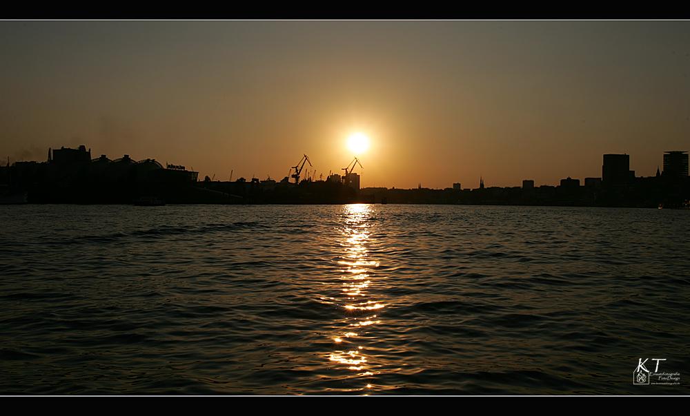 Sonnenuntergang in Hamburg.....