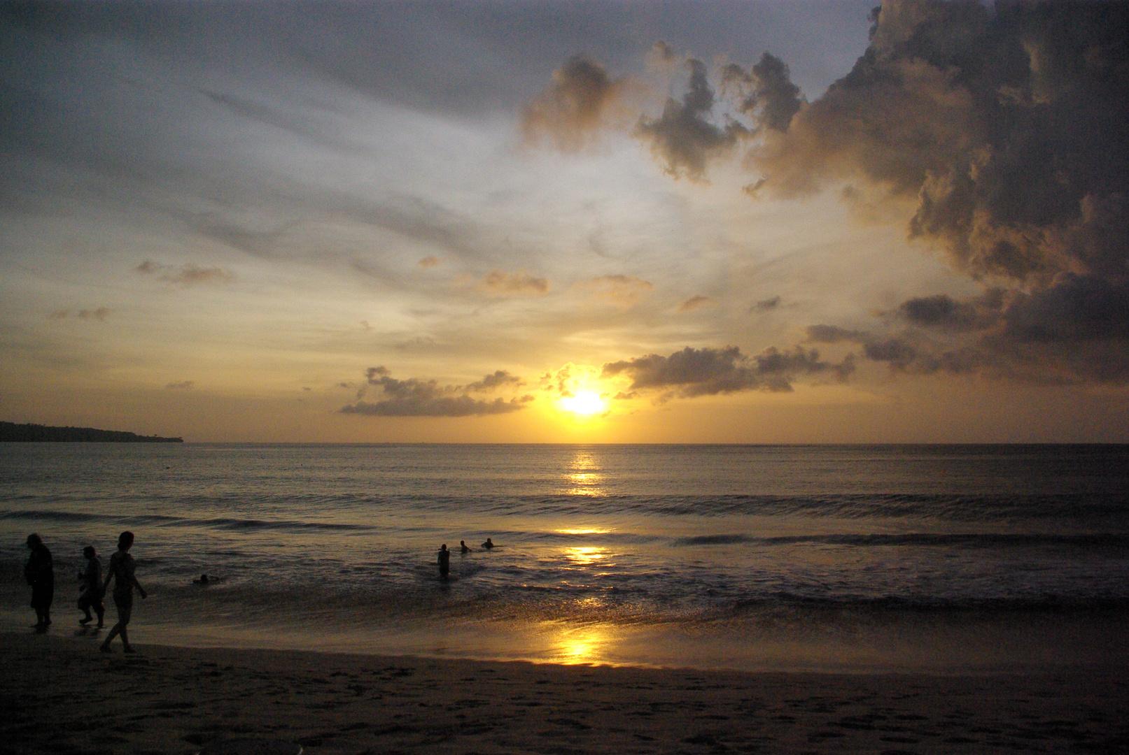 Sonnenuntergang in Jimbaran auf Bali