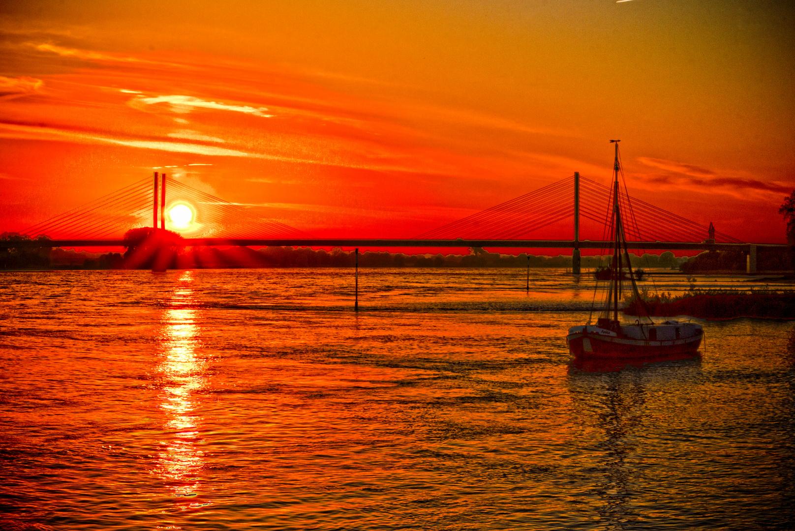 Sonnenuntergang in Rees am Rhein