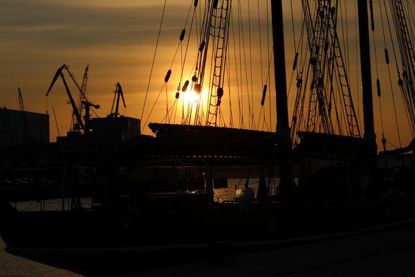 Sonnenuntergang in Wismar am Hafen