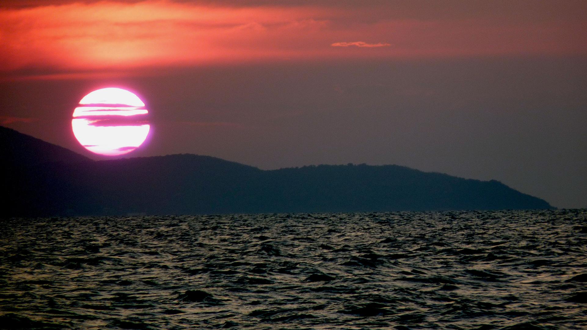 Sonnenuntergang Ko Larn ( Thailand)