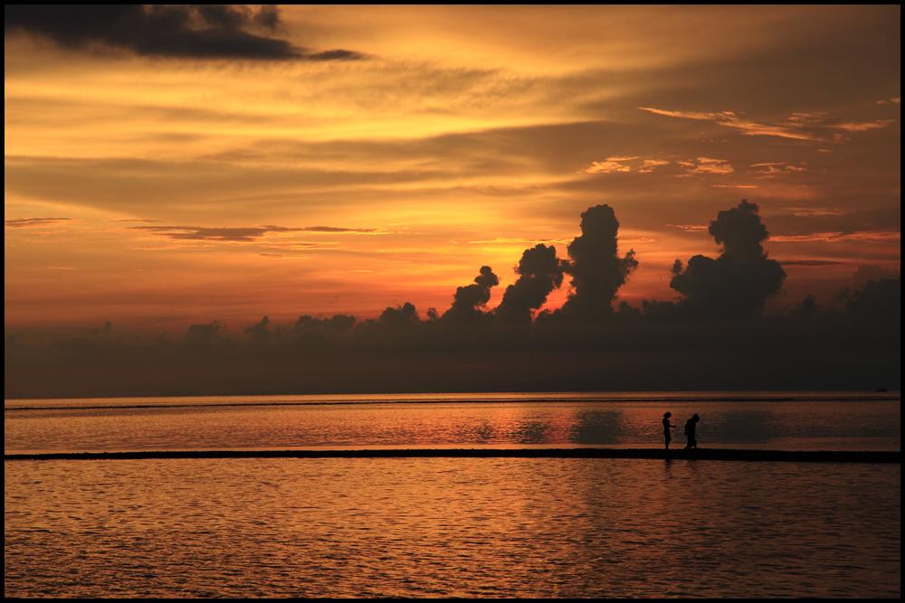 Sonnenuntergang mit Blick auf Bali