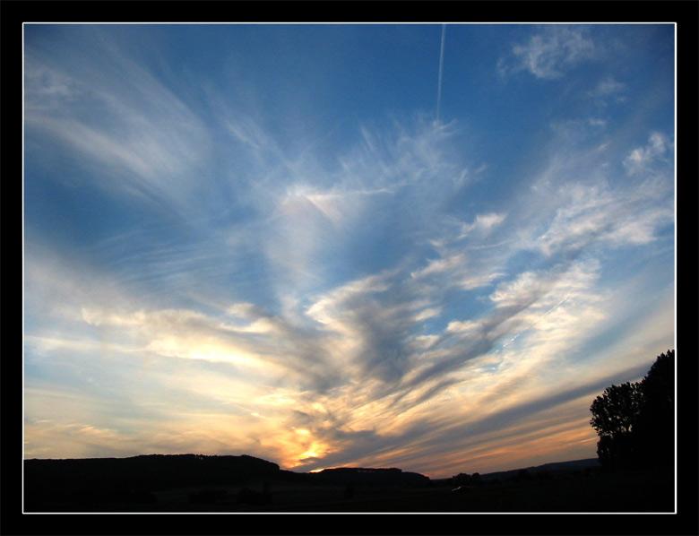 Sonnenuntergang mit chaotischem Himmel