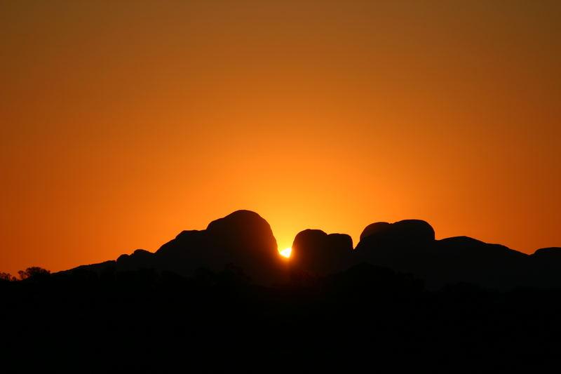 Sonnenuntergang mit Kata Tjuta