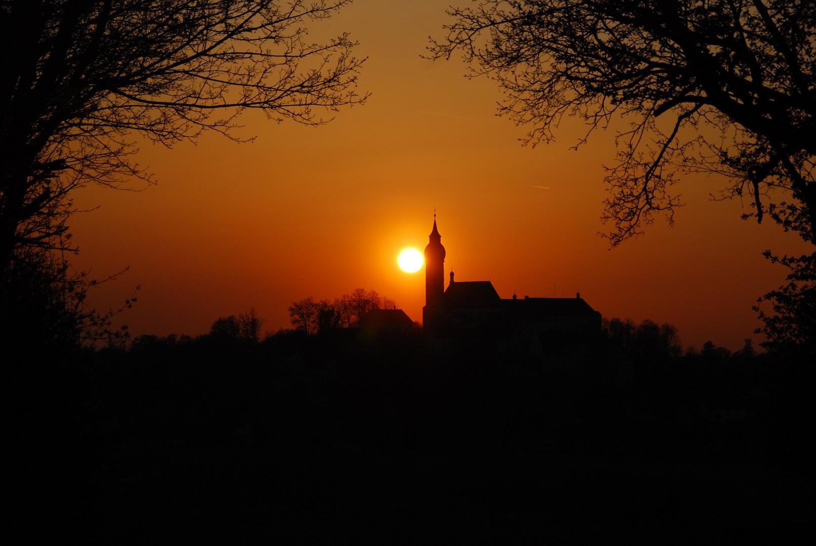Sonnenuntergang mit Kloster Andechs, Bayern 27