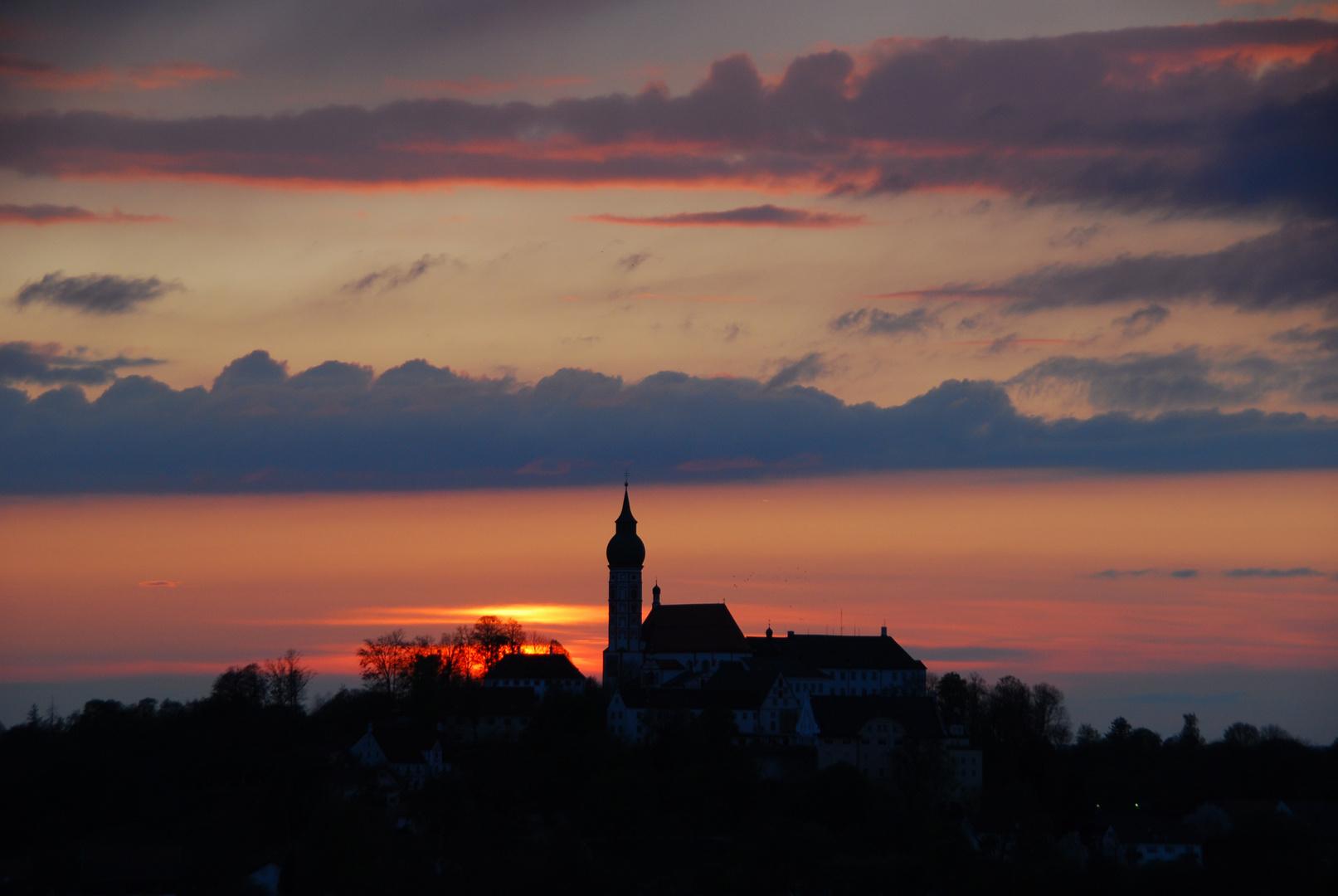 Sonnenuntergang mit Kloster Andechs, Bayern 29