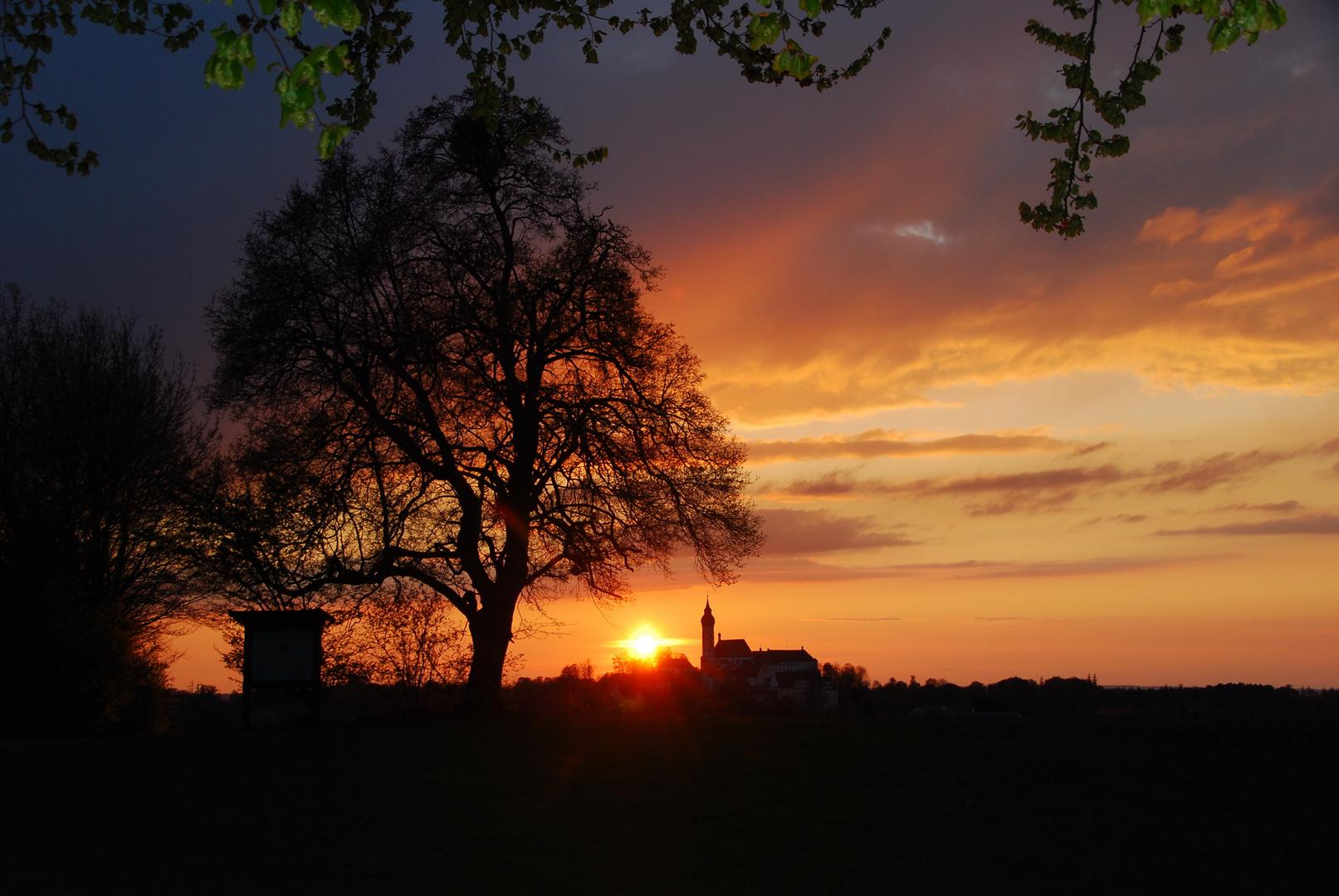 Sonnenuntergang mit Kloster Andechs, Bayern 35