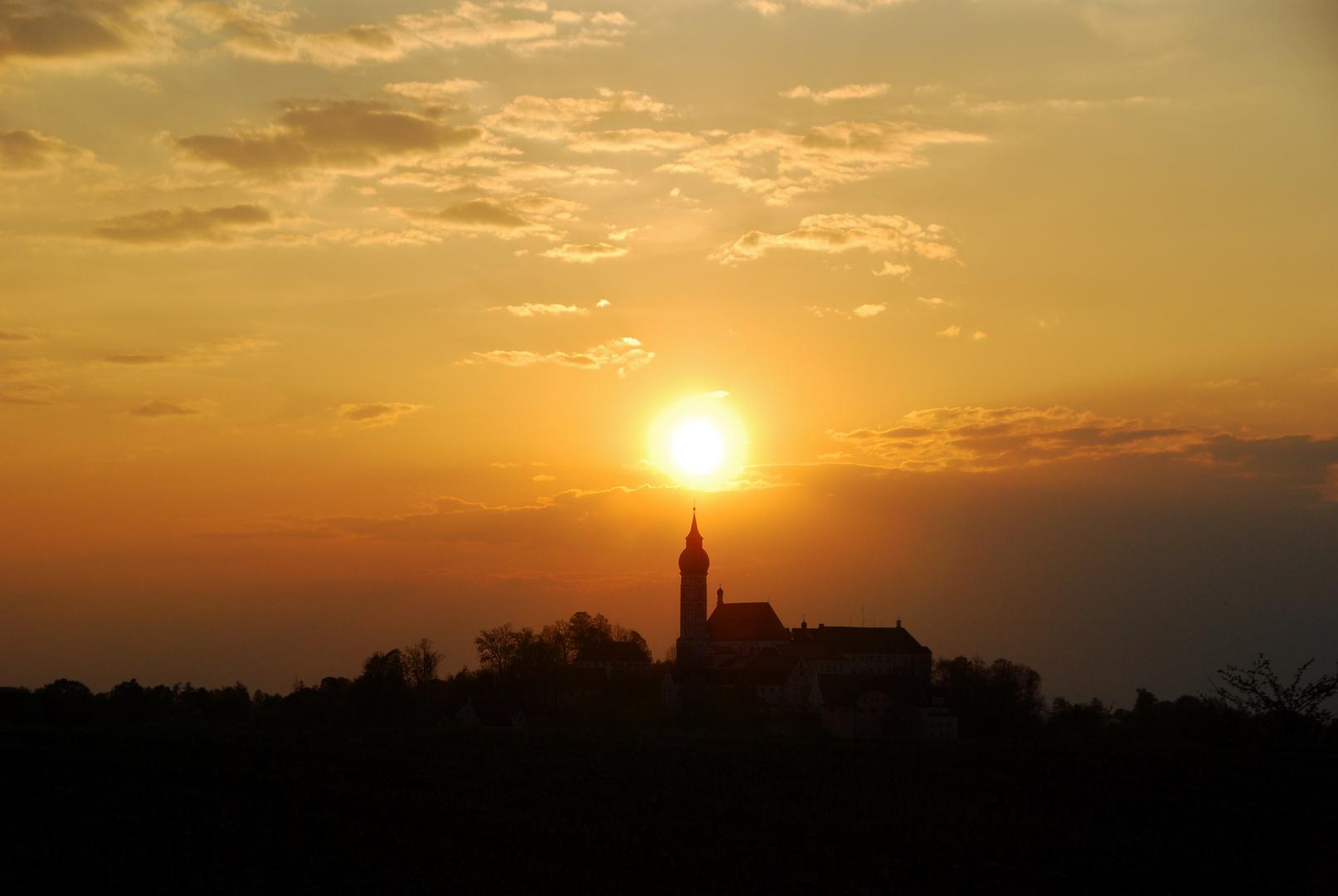 Sonnenuntergang mit Kloster Andechs, Bayern 37