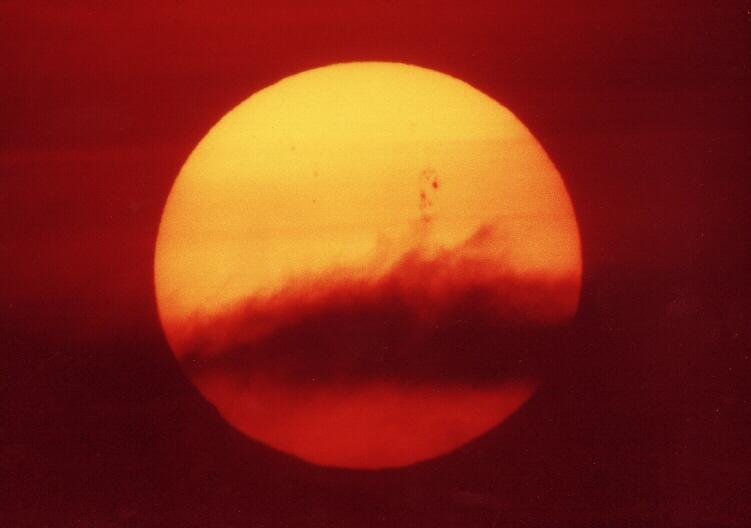 Sonnenuntergang mit Riesen-Sonnenfleck