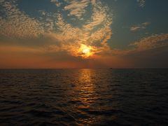 Sonnenuntergang mit Schiff
