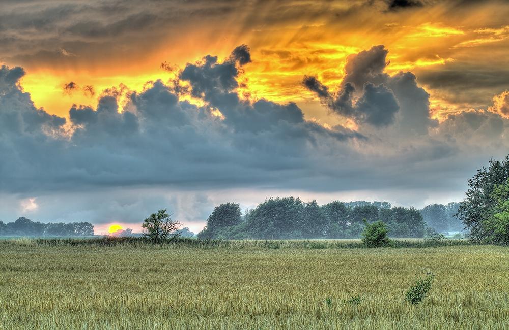 Sonnenuntergang nach ein heftigen Schauer