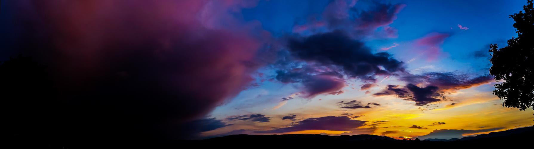 Sonnenuntergang nach einem Gewitter