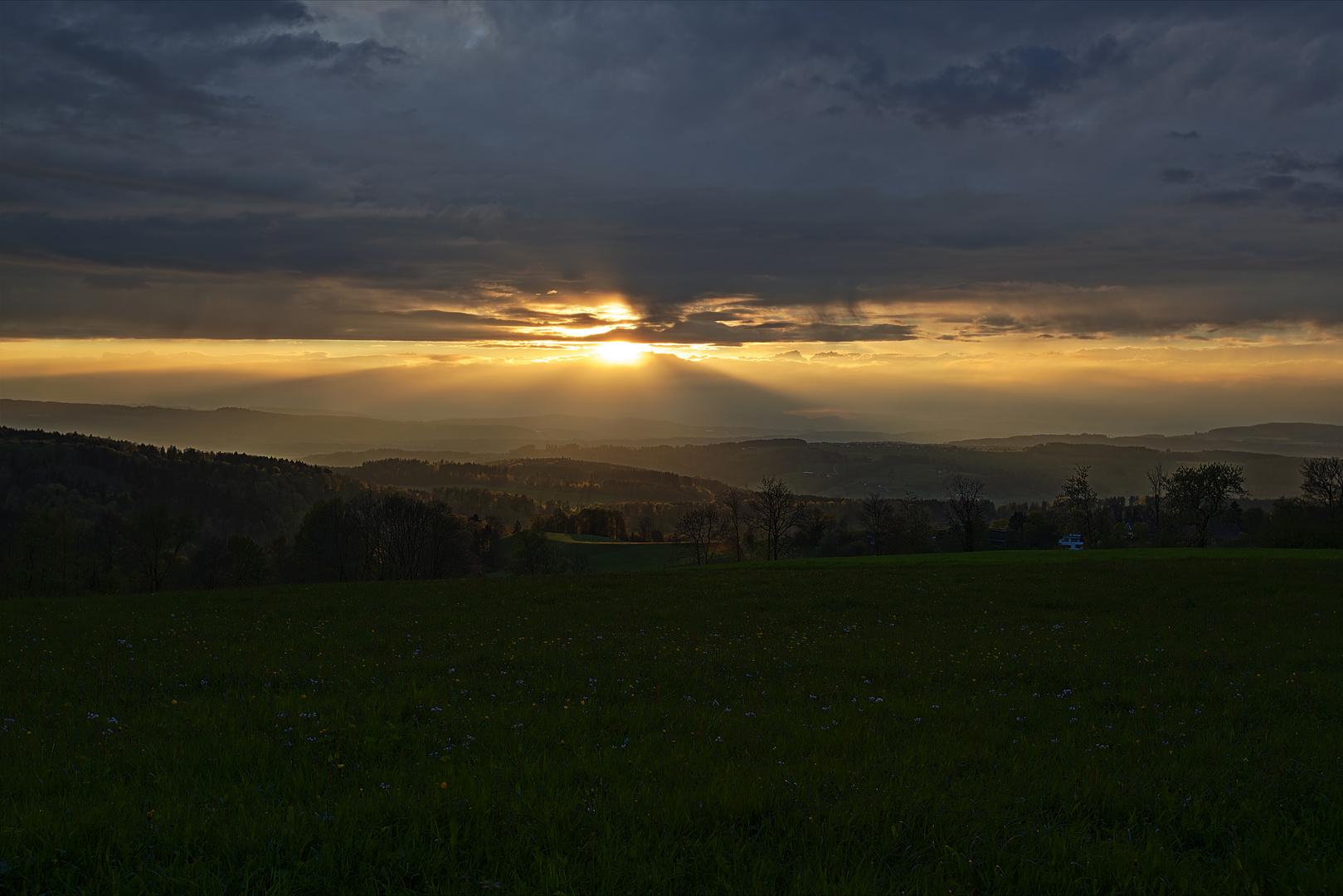 Sonnenuntergang nach einem regnerischen Tag