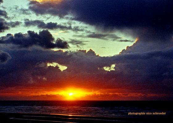 Sonnenuntergang nach einem Wolkenausbruch