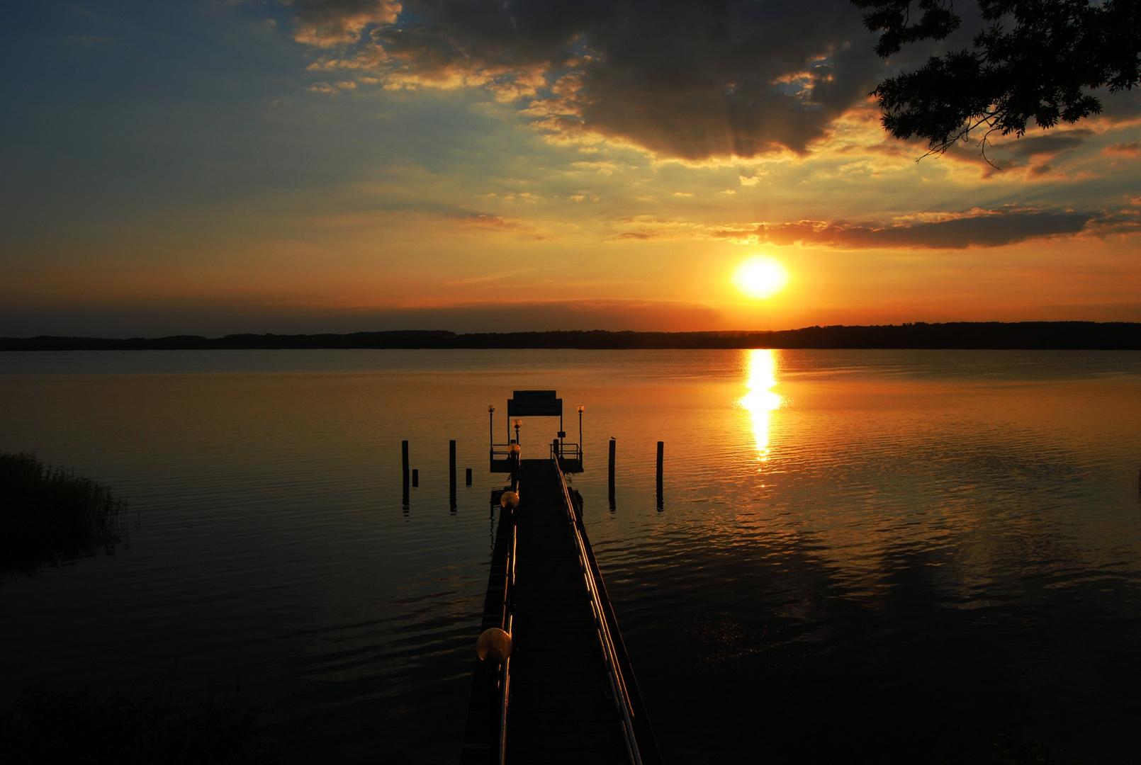 Sonnenuntergang neben dem Steg