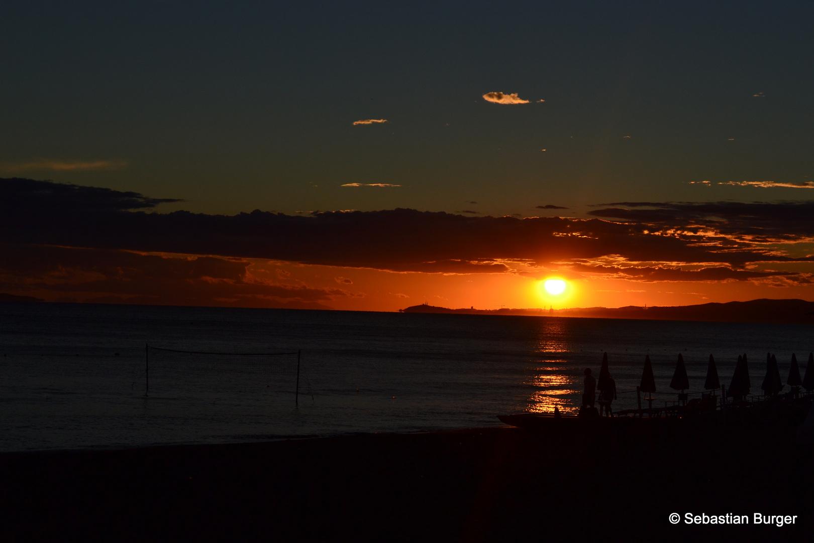 Sonnenuntergang Nr. 2 an der Küste von Follonica in der Toskana