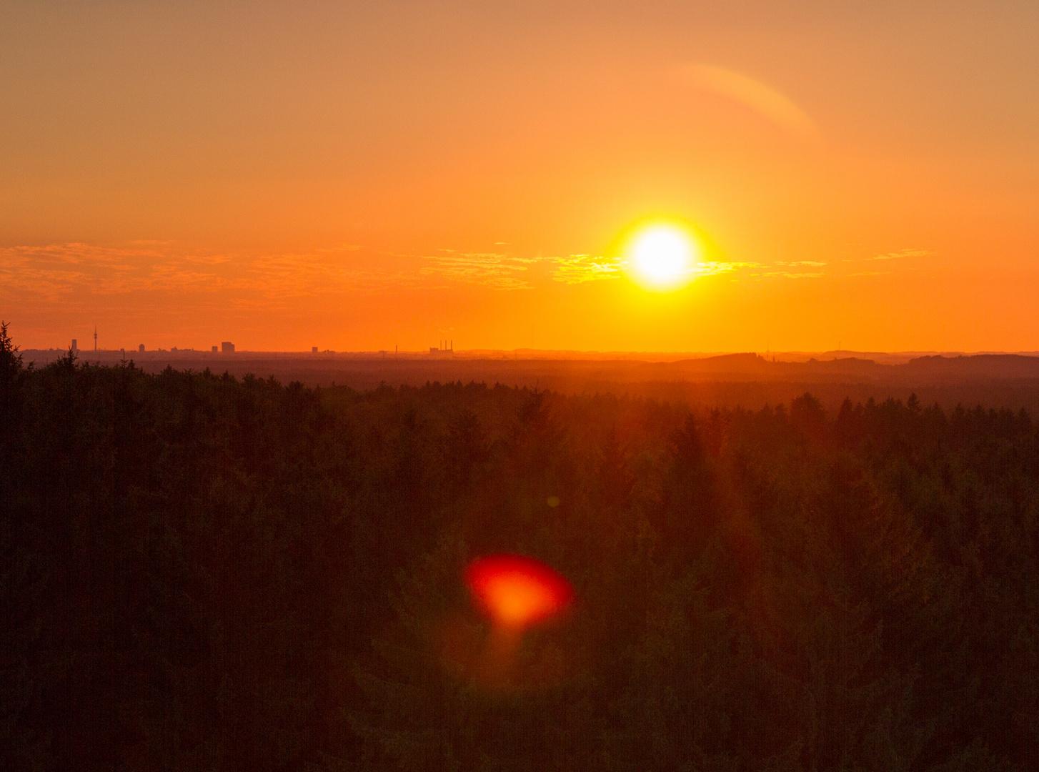 Sonnenuntergang über dem Ebersberger Forst