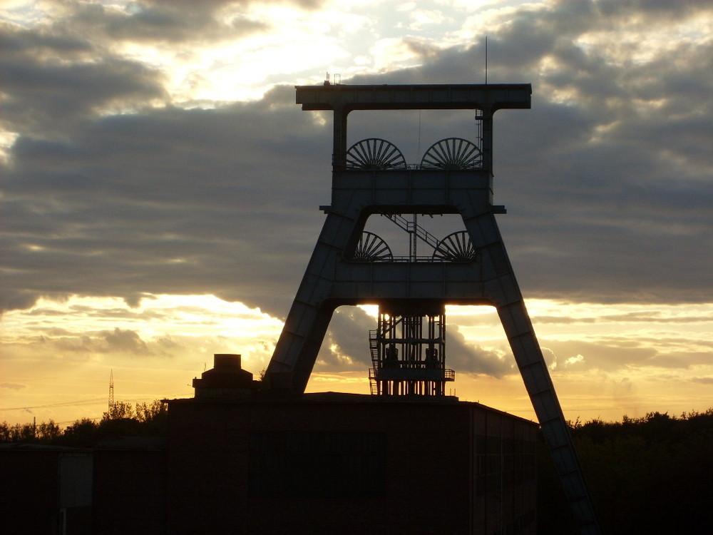 Sonnenuntergang über dem ehem. Bergwerk Ewald in Herten