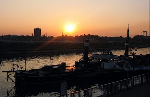 Sonnenuntergang über dem Innenhafen